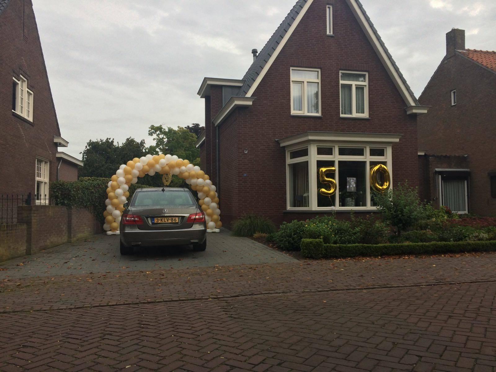 Boog voor gouden bruiloft