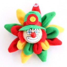 Broche clown rood geel groen op bloem