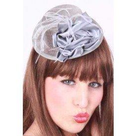 Midihoedje met haarklem + deco 2 assorti kleuren (grijs en pink)