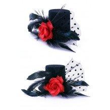 Mini hoedje zwart met roos, veren en bolletjes gaas op speldjes